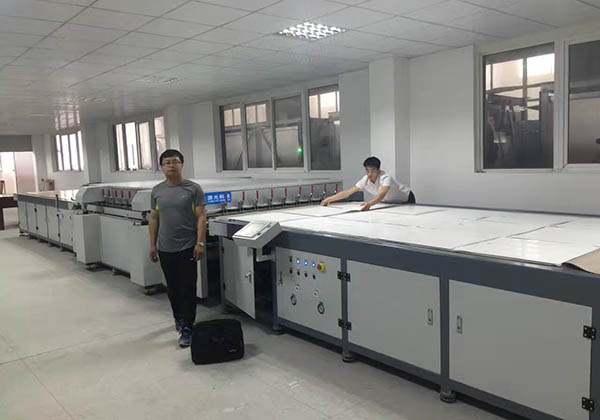 Large scale laminating equipment of solar panel